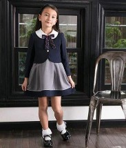 女の子 ブラックとネイビーのスーツ 入学式