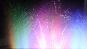 噴水 虹色