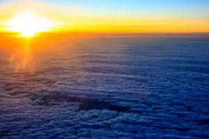 雲海の向こうから昇る朝日