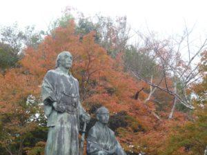 円山公園 坂本龍馬像 紅葉