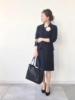 紺 スーツ 女性