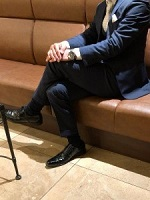 ダークカラー スーツ 男性