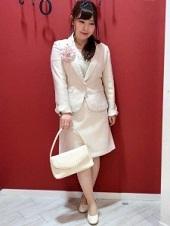 薄いピンク スーツ コサージュ ママ 入園式