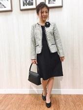ノーカラースーツ 入園式 ママ