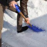 雪かきの方法とコツ!駐車場や車、階段は?凍った部分の対処法は?