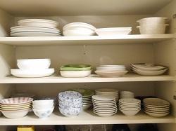 食器棚 整理された食器