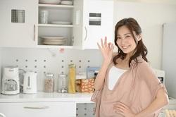 キッチン 主婦 OKサイン