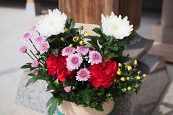 葬儀 会場 花