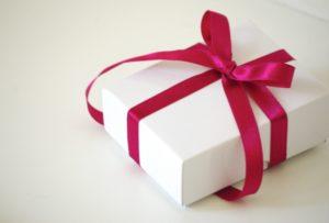 プレゼントボックス 赤いリボン
