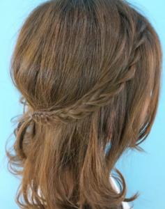 ミディアムアレンジ 女性 髪型
