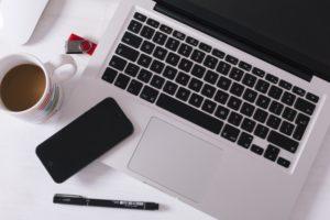 ノートパソコン ペン メモ スマホ コーヒーカップ