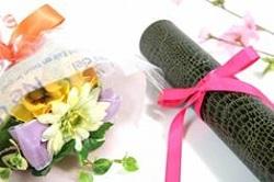 花束と卒業証書