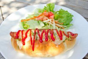 ランチ ホットドッグ サラダ