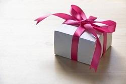 ピンクのリボンのプレゼント