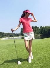 ゴルフ場 サンバイザー コーデ 女性 ピンク