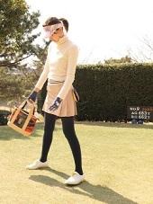 ゴルフ場 柄入りサンバイザー コーデ 女性