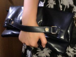 黒のクラッチバッグ