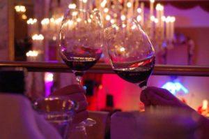 レストラン グラス ワイン 乾杯