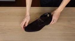 洗ってきれいになったスエードの靴