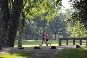 ランニング 公園 女性