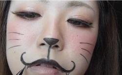 アイライナーやパウダーで猫の鼻やヒゲや口の膨らみをかく