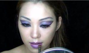 濃い紫パウダー メイク