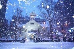 教会 降りしきる雪
