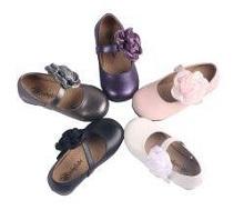 靴 リボン 花