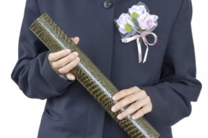 中学生 女の子 卒業証書