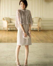 結婚式 女性 グレー ドレス