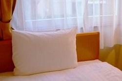 窓辺のベッド 枕