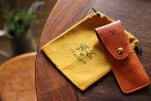 革のペンケース