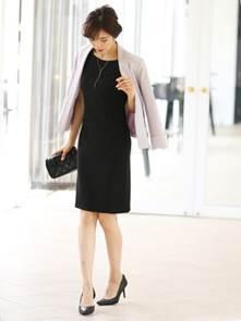 黒のタイトドレス シンプル