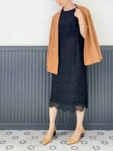 ブラウン系ジャケット 紺のドレス