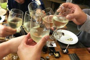 集まり ワイン 乾杯